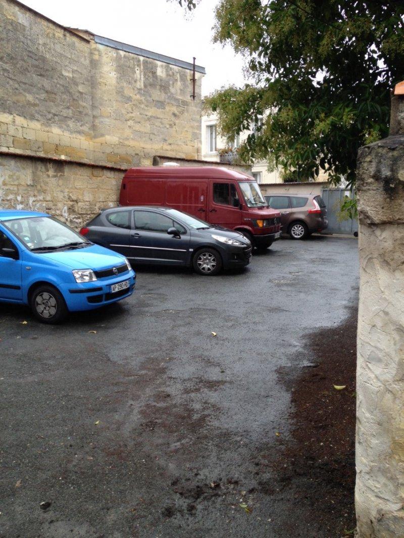 Bordeaux Nansouty – Rue St jean – PARKING EXTERIEUR DANS COUR FERMEE