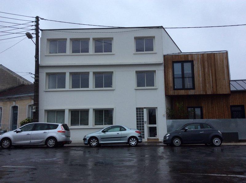 BORDEAUX CAUDERAN – Bel Immeuble dans un secteur calme