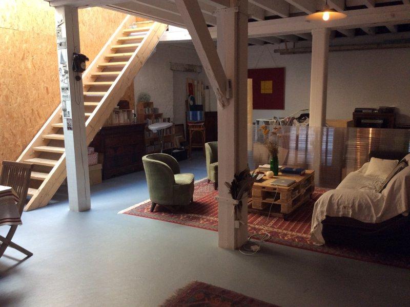 Barrière St Genès – Très Belle Maison atypique de 200m2   espace garage