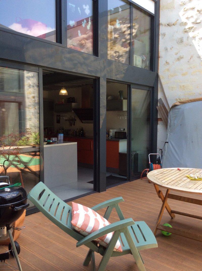 Barrière St Genès – Emplacement exceptionnel coté Talence Maison esprit Loft avec Terrasse et garage..